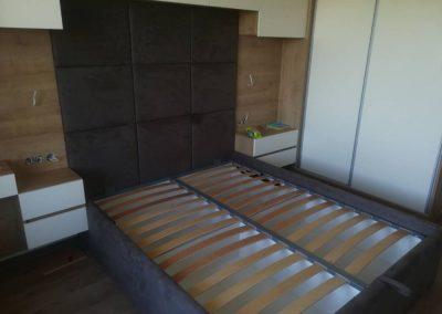 1008. Тапицирана спалня по поръчка с висока табла
