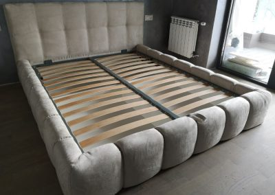 1009. Тапицирана спалня по поръчка с прошивки