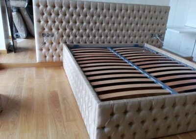 1025. Легло с капитонирани царги по поръчка